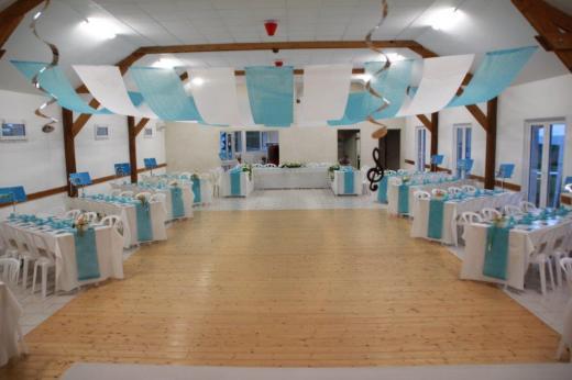 La salle avec piste de danse pour un mariage