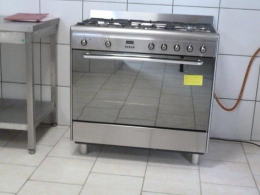 Cuisinière à gaz avec four électrique